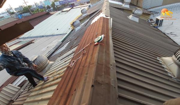 Thi công sửa mái tôn cũ
